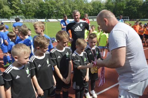 mecz piłki nożnej dla dzieci 10