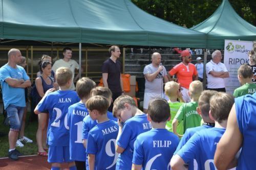 mecz piłki nożnej dla dzieci 12