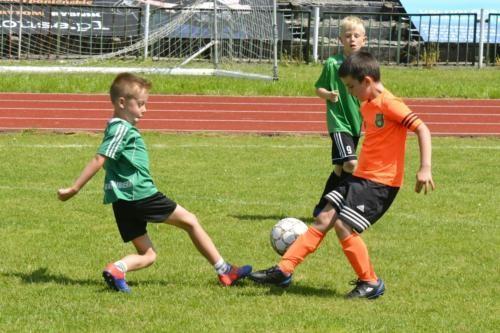mecz piłki nożnej dla dzieci 24