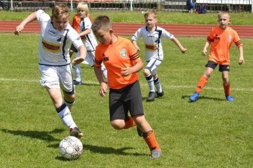 mecz piłki nożnej dla dzieci 25