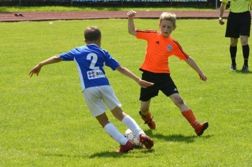 mecz piłki nożnej dla dzieci 35