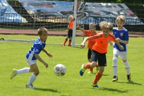 mecz piłki nożnej dla dzieci 36