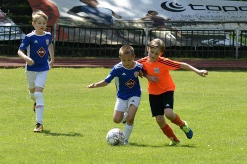 mecz piłki nożnej dla dzieci 37
