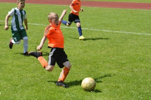 mecz piłki nożnej dla dzieci 38