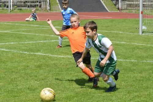 mecz piłki nożnej dla dzieci 44