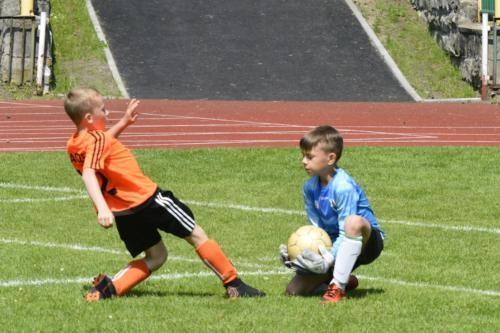 mecz piłki nożnej dla dzieci 45