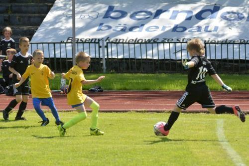 mecz piłki nożnej dla dzieci 48