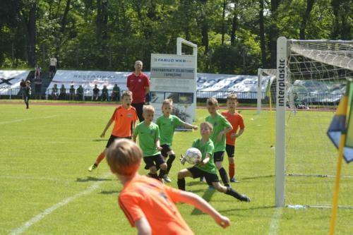mecz piłki nożnej dla dzieci 49