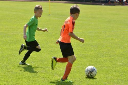 mecz piłki nożnej dla dzieci 50