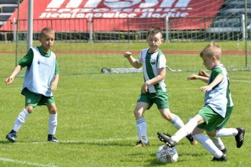 mecz piłki nożnej dla dzieci 54