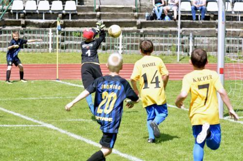 mecz piłki nożnej dla dzieci 56
